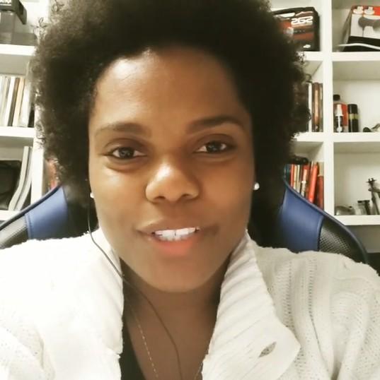"""mae crianca - """"Se tá nas redes, falo o que quiser"""", diz mulher acusada de racismo contra menina de 2 anos"""