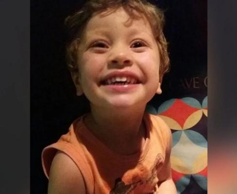 """menino 1 - """"Eu não presto"""": mãe que matou filho o forçava a escrever em caderno"""
