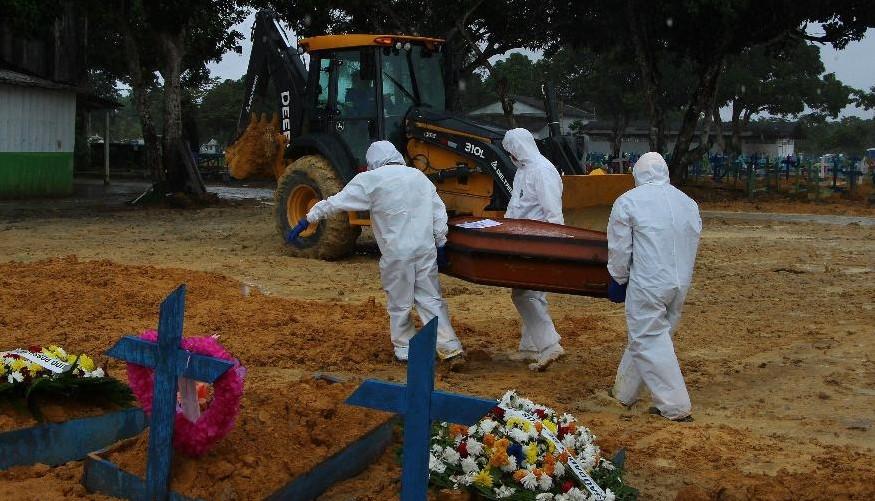 mortee - Covid: Com 1.275 novas mortes, média móvel volta a ficar acima de 900