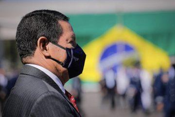 """Depois de especulações após fala de Bolsonaro à Arapuan, Mourão diz que segue no governo """"até o fim"""""""