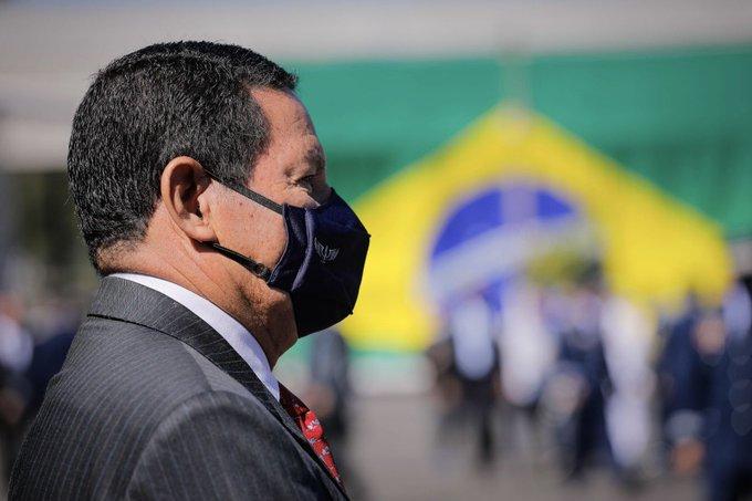 """mourao - Depois de especulações após fala de Bolsonaro à Arapuan, Mourão diz que segue no governo """"até o fim"""""""