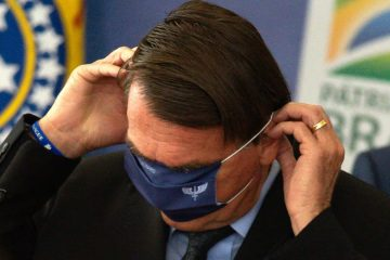 naom 607c436266e04 1 360x240 - Governo de SP autua Bolsonaro pela terceira vez por não usar máscara em aglomeração