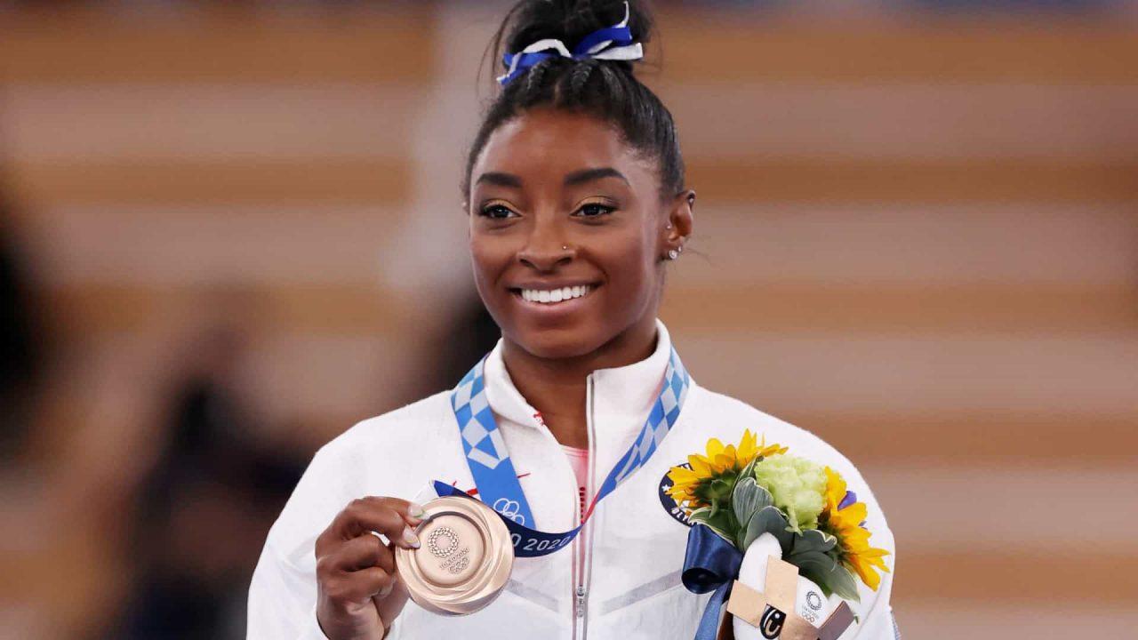 naom 61091d2a129fc scaled - Simone Biles fica com o bronze na trave; chinesa leva o ouro
