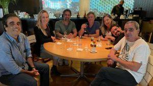 naom 61137d554147a 300x169 - Novo contratado da Globo, Marcos Mion brinda em restaurante com Boninho