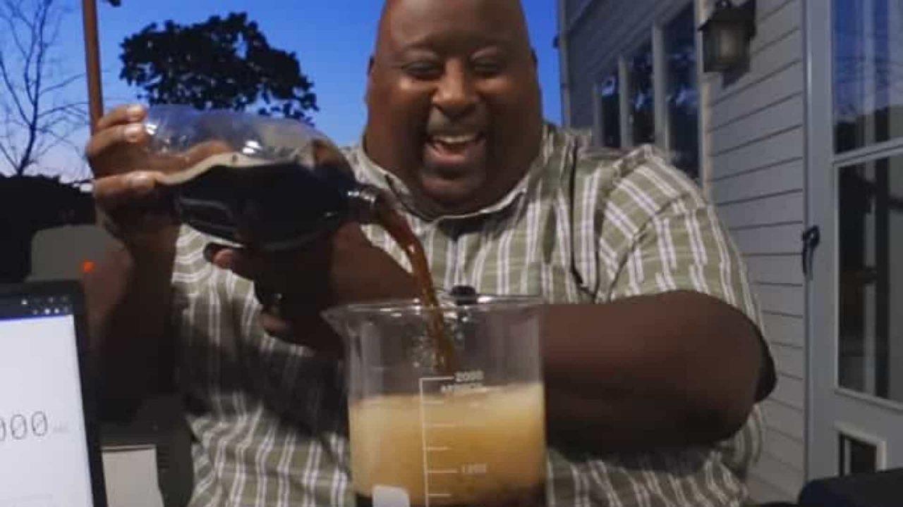 naom 611a47cb537e7 scaled - Homem bate recorde ao beber dois litros de refrigerante em 18 segundos - VEJA VÍDEO
