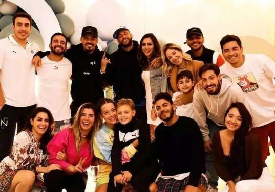 neymar e bruna - NOVO AMOR! Neymar Jr. e Bruna Biancardi aparecem juntos em festa de Davi Lucca
