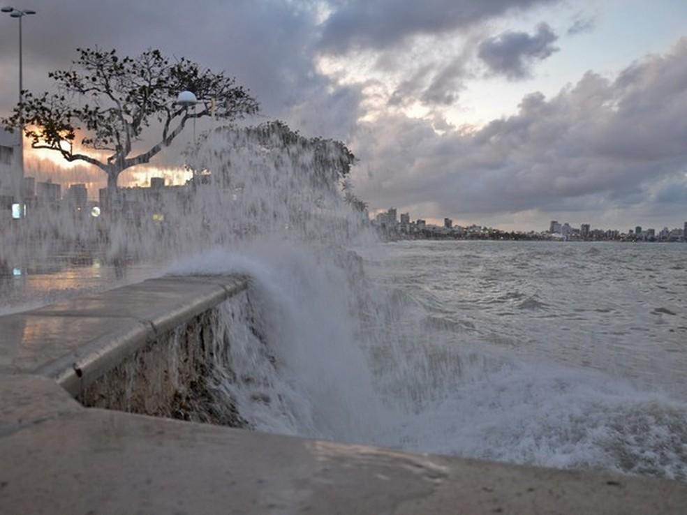 ondas poderao atingir ate 25 metros de altura ate segunda feira 25 - Marinha emite alerta de ondas até 3,5 metros no litoral paraibano até este sábado (28)
