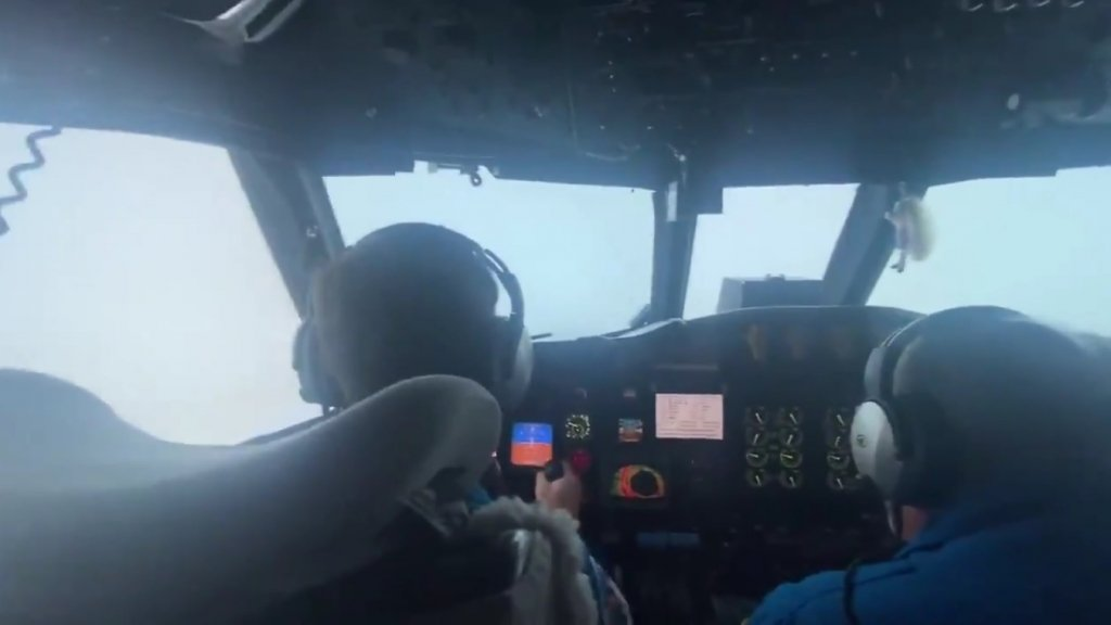 pilotos furacao ida 1024x576 1 - ASSUSTADOR! Avião chacoalha ao entrar dentro de furacão Ida - VEJA VÍDEO