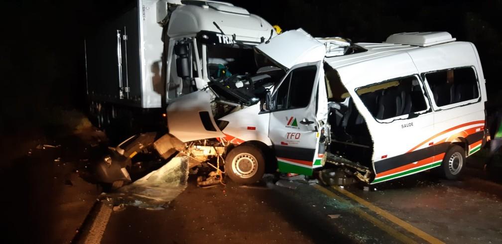 prf acidente - TRAGÉDIA: Ambulância com pacientes que tiveram alta se envolve em acidente e três morrem
