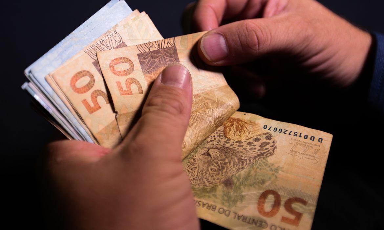 realdinheiro moeda 1310202266 - DESACELEROU! Pesquisa mostra que inflação para os mais pobres chega a mais de 10% no acumulado de 12 meses