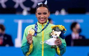 rebeca andrade 300x189 - Rebeca Andrade é escolhida porta-bandeira do Brasil na cerimônia de encerramento das Olimpíadas