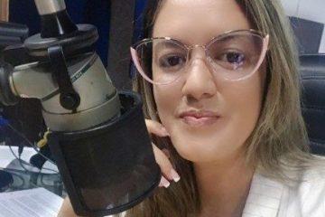 """sabrina barbosa e1628114991811 360x240 - """"NOVO PROJETO""""! Radialista Sabrina Barbosa anuncia saída da Correio FM após 3 anos na emissora, e estreia no jornalismo da TV Arapuan"""