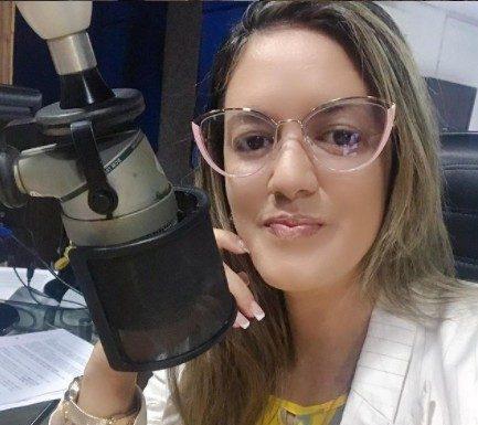 """sabrina barbosa e1628114991811 - """"NOVO PROJETO""""! Radialista Sabrina Barbosa anuncia saída da Correio FM após 3 anos na emissora, e estreia no jornalismo da TV Arapuan"""