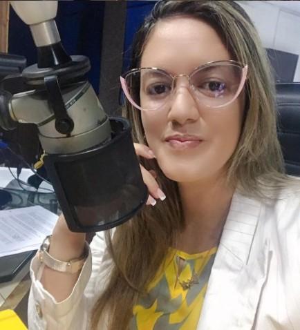 """sabrina barbosa - """"NOVO PROJETO""""! Radialista Sabrina Barbosa anuncia saída da Correio FM após 3 anos na emissora, e estreia no jornalismo da TV Arapuan"""
