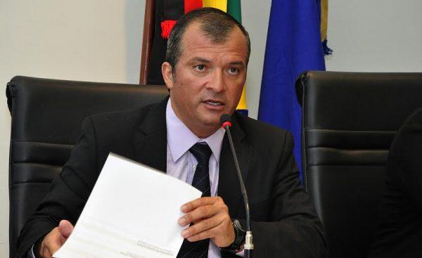 trocolli jr 600x367 1 - Deputado Trocolli Júnior propõe que ex-reitor Thompson Mariz seja condecorado pela ALPB