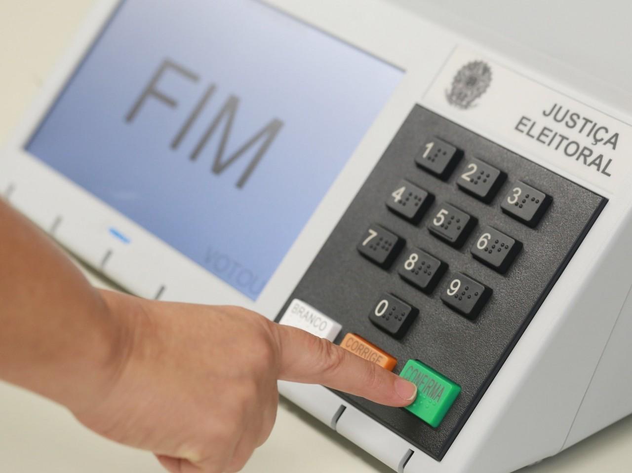 urna eletronica 1626111170444 v2 4x3 - Derrota do voto impresso enterra impeachment de Bolsonaro