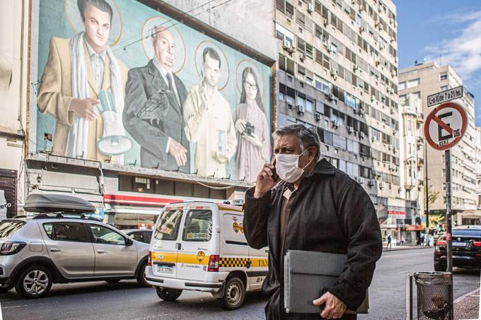 uruguai exemplo combate coronavirus 2 - Uruguai vai abrir fronteiras para turistas vacinados contra Covid-19