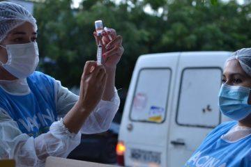 João Pessoa aplica terceira dose da vacina contra Covid-19 em idosos a partir de 61 anos nesta terça-feira