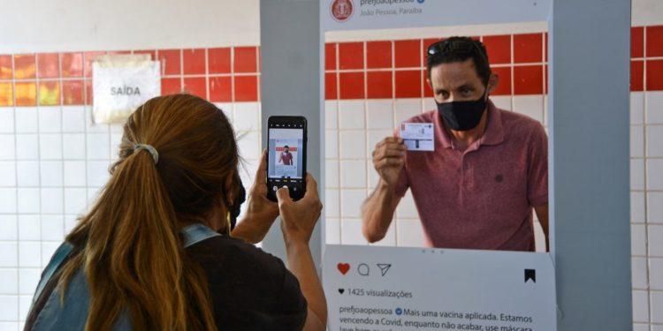 vacinacao primeiradose 45mais foto dayseeuzebio 014 1024x683 1 750x375 1 - Vacinados contra a Covid-19 em JP podem acessar segunda via do cartão de imunização de forma virtual