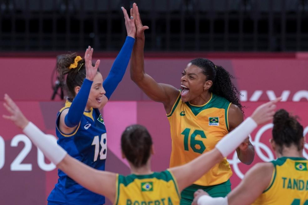 whatsapp image 2021 08 04 at 10.56.55 - De virada, seleção feminina de vôlei vence russas e pega Coreia do Sul na semi