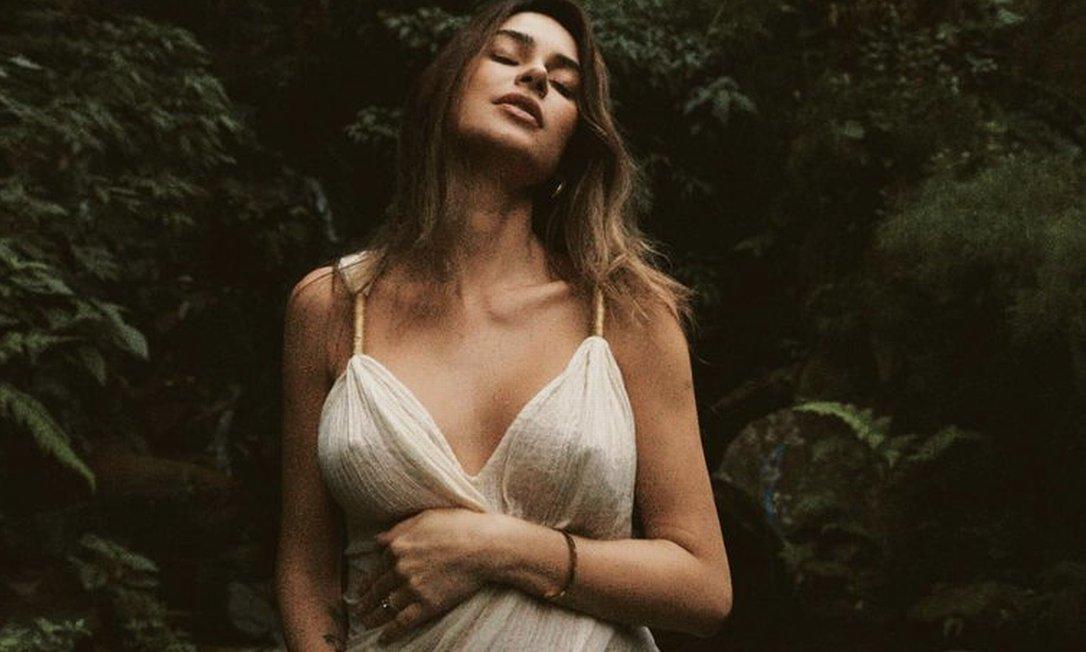 xThaila Gravida.png.pagespeed.ic .TBzeXPcBrv - Thaila Ayala está grávida do primeiro filho com o ator Renato Góes