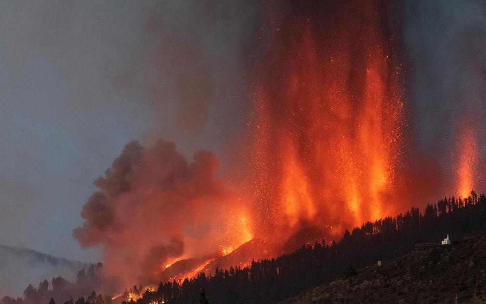 000 9n723j - Lava de vulcão nas Canárias chega a casas, e milhares de pessoas fogem - VEJA VÍDEO