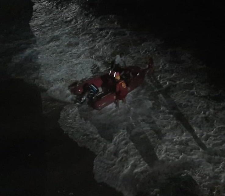 04da9bf25cbbe1bf559f28834facd68e - Adolescentes ficam 'ilhados' entre mar e falésias e são resgatados pelo Corpo de Bombeiros na Grande João Pessoa