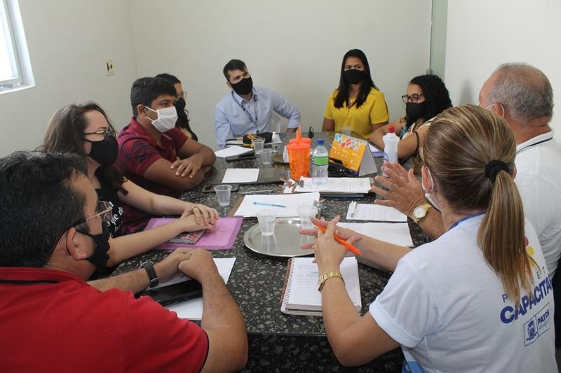 1 - Prefeitura de Patos se reúne com estagiários do IFPB para iniciar atualização de mapeamento dos mercados e feiras da cidade