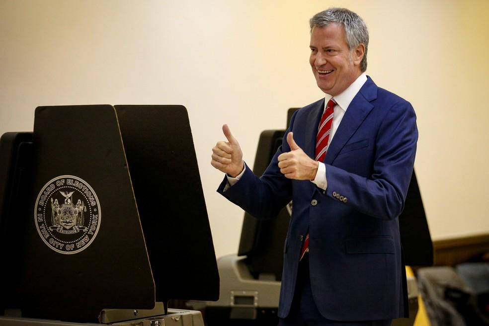 "2017 11 07t131930z 1069015577 rc1cf2e5a310 rtrmadp 3 usa election new york mayor - ""É perigo para outras pessoas"": Prefeito de NY pede a Michelle que mande Bolsonaro se vacinar contra Covid-19"