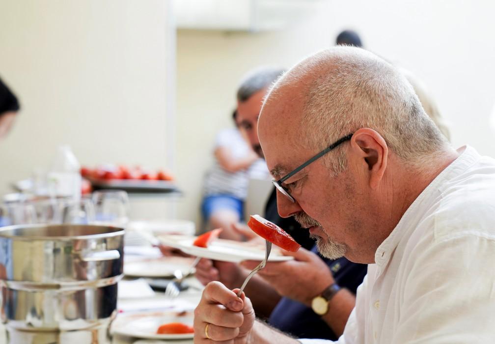 2021 09 12t150958z 194685095 rc2aop9srgoz rtrmadp 3 spain uglytomato - Agricultores competem pelo título de 'tomate mais feio' na Espanha