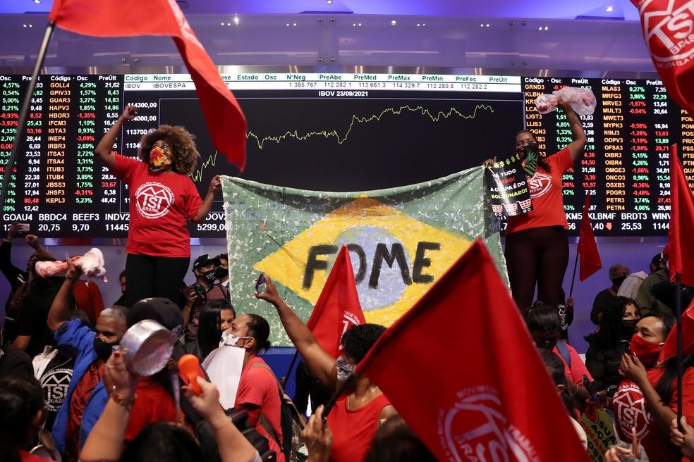 2021 09 23t174637z 771897307 rc2tvp9gz0y0 rtrmadp 3 brazil protests - Movimentos sociais invadem Bolsa de Valores, em SP, em protesto contra desemprego e inflação - VEJA VÍDEO