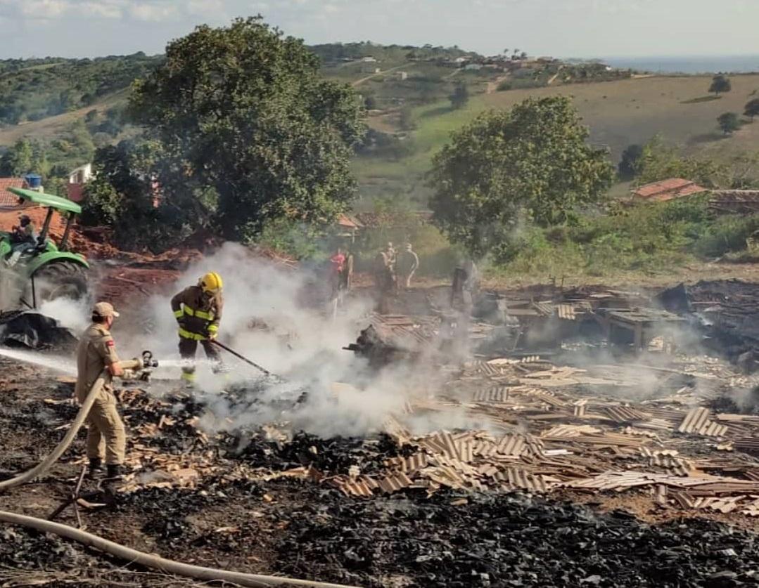 242273867 1044009626361020 7518871883071485925 n - Após 16 horas de chamas, Corpo de Bombeiros controla incêndio que atingiu madeireira na Paraíba - VÍDEO