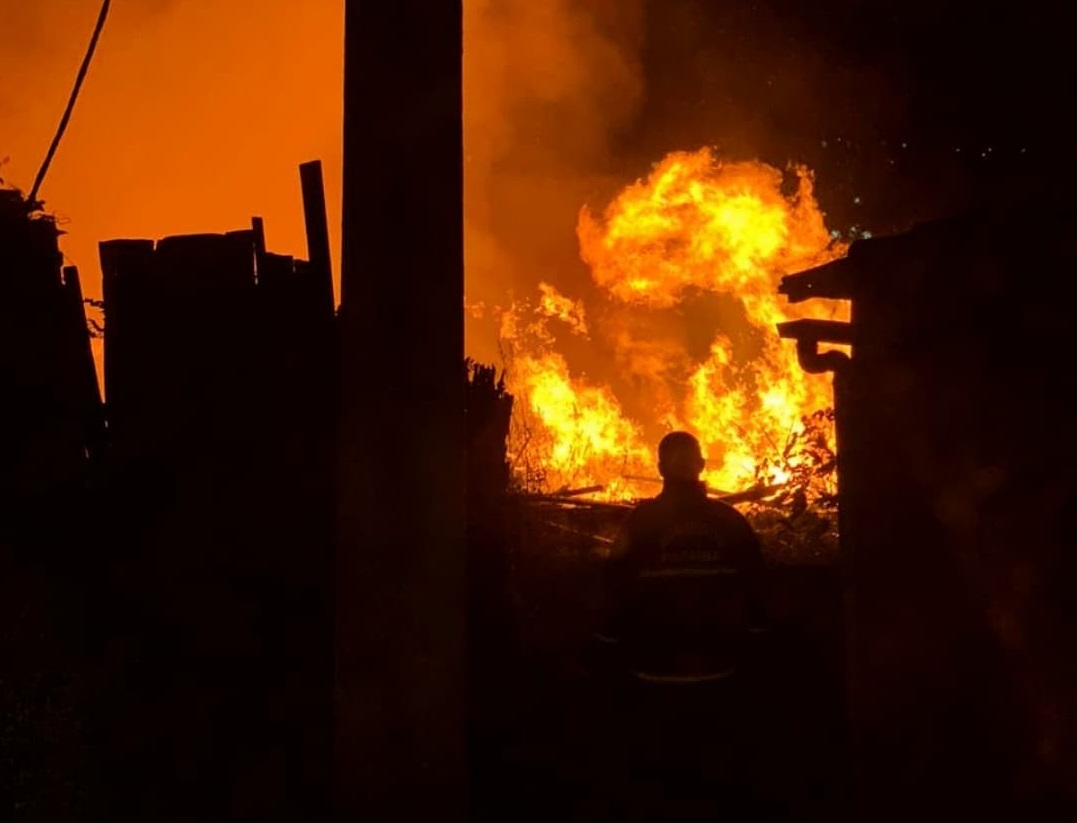 242326144 907631726530354 3706283227872066016 n - Após 16 horas de chamas, Corpo de Bombeiros controla incêndio que atingiu madeireira na Paraíba - VÍDEO
