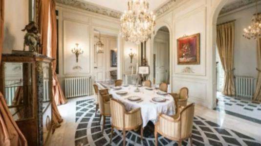 6148becf93601 - Morando em um hotel, Messi estaria de olho em castelo de R$ 41 milhões de libras para se mudar com a família - VEJA FOTOS