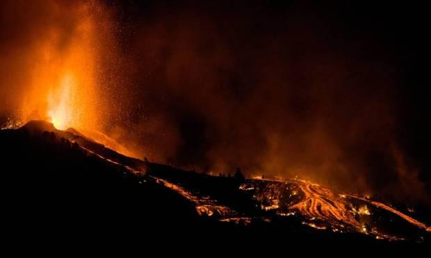 620x372xNINTCHDBPICT000680983145.jpeg.jpg.pagespeed.ic .nMaQ2b Ydy - ASSUSTADOR: Cume do vulcão de La Palma sofre ruptura parcial em meio a fechamento de aeroporto