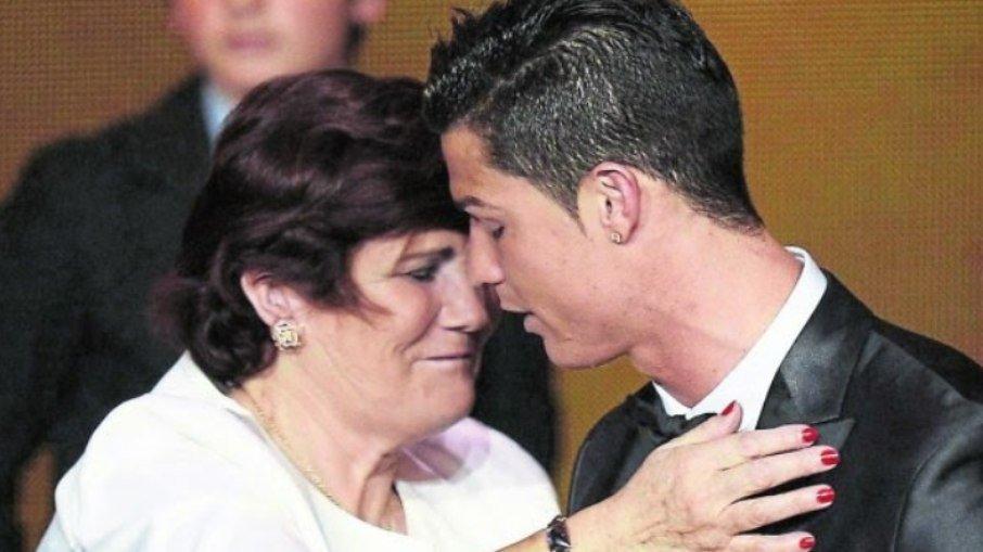 """662ypjd5qmgx592yh1s2hu5pe - Cristiano Ronaldo proíbe mãe de assistir seus jogos: """"Não quero perdê-la também"""""""