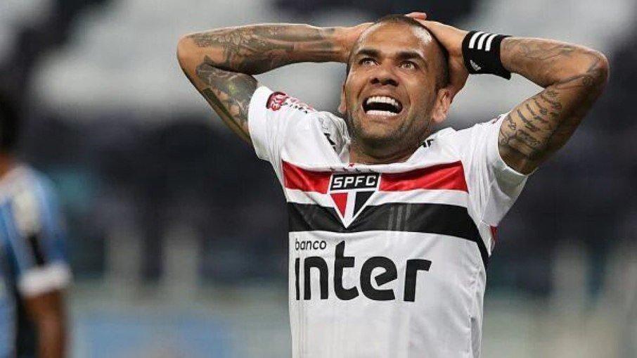 8pn77p88v8fe4r7skzzxygqo1 - Dani Alves rescinde com o São Paulo; Fla debate contratação