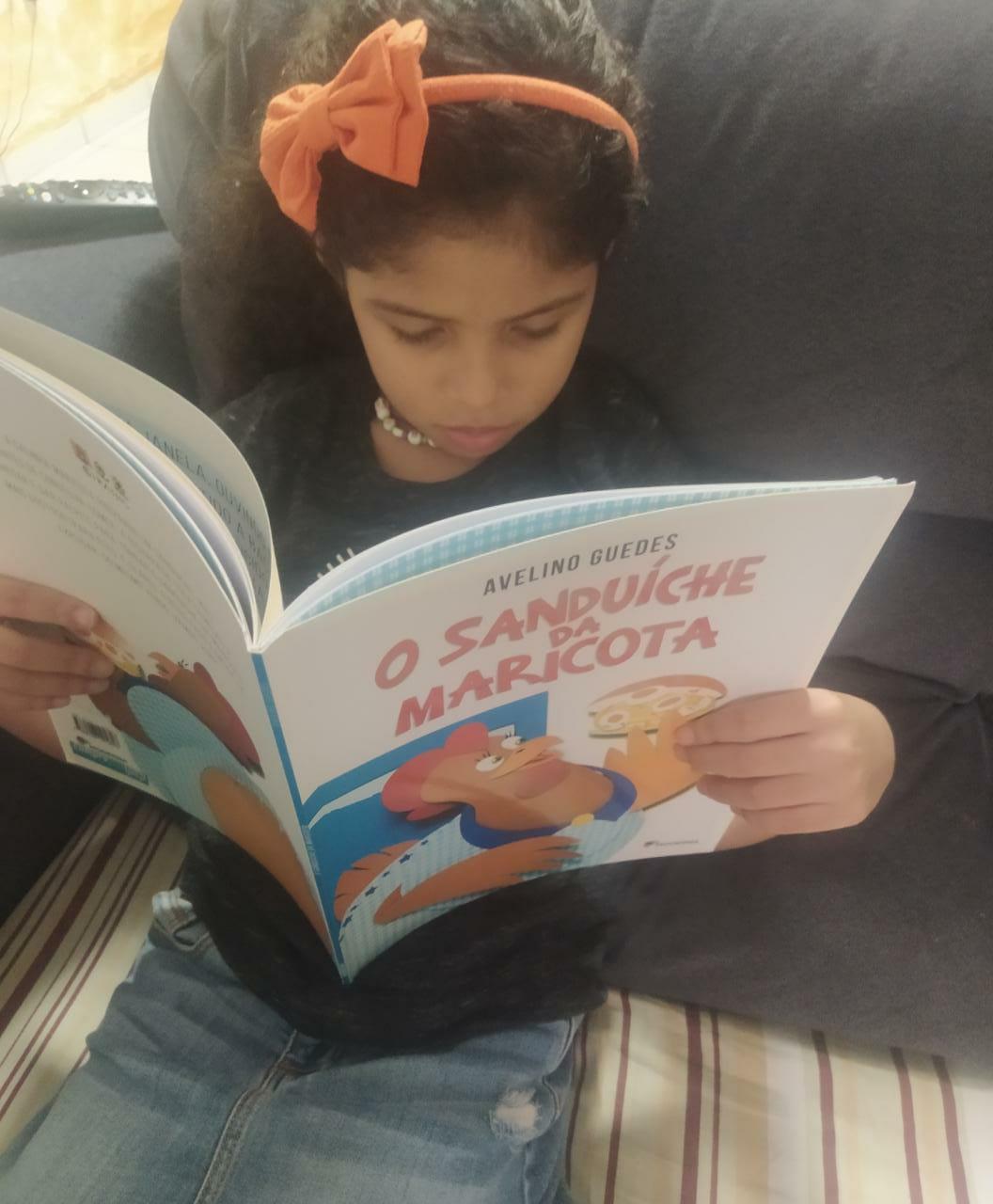 A pequena Isabella Barreto 6 sempre gostou de ouvir as historias e criar as suas proprias narrativas Foto de divulgacao Acervo Pessoal - Concurso literário Dia da Criança Autora encerra inscrições em 25/09