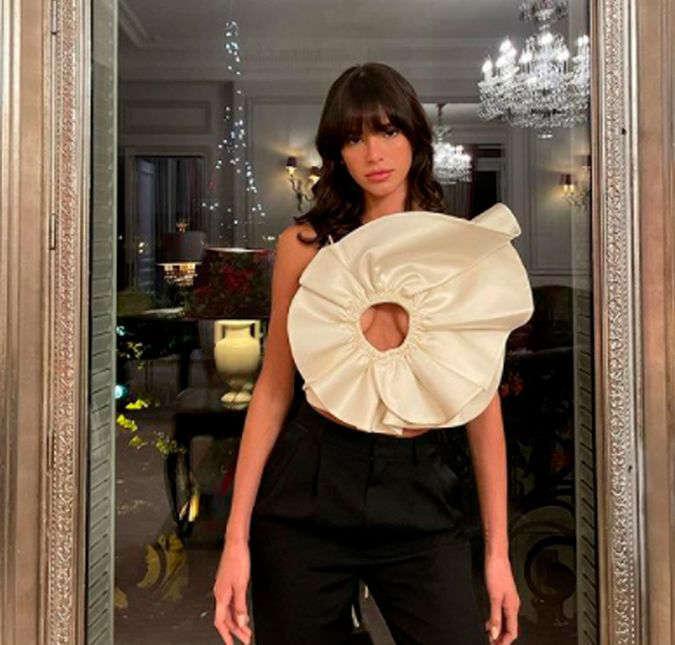 AAOLRLJ - Bruna Marquezine escolhe look ousado para jantar em Paris