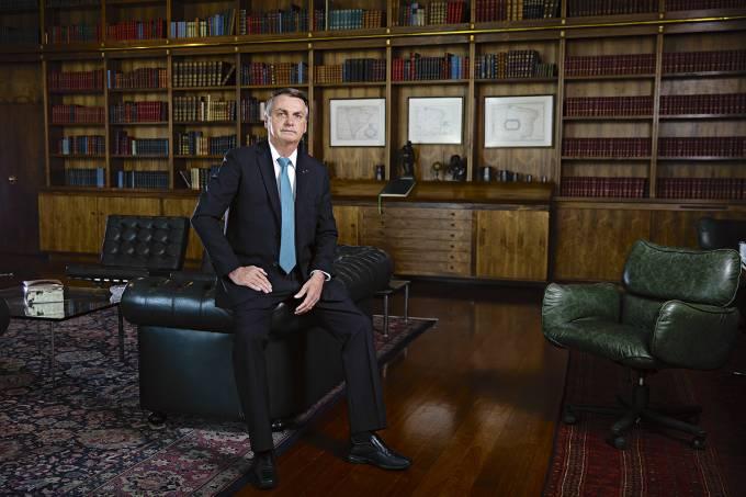 BOLSONARO VEJA - 'Chance de golpe é zero': Bolsonaro diz que não vai 'melar' eleições e que tem 'povo ao lado'; confira entrevista