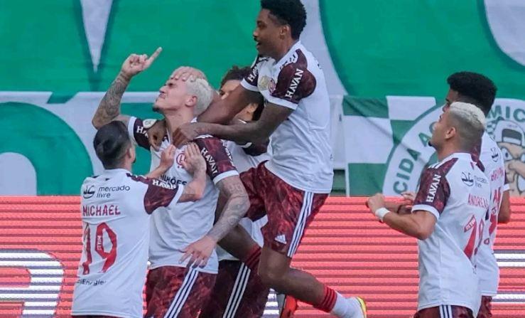 Capturar 45 - Flamengo vira sobre o Palmeiras e amplia invencibilidade contra o rival