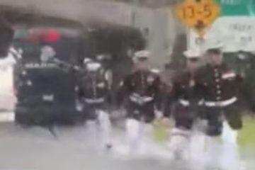 Capturar 70 360x240 - Marinheiros salvam mulher presa no carro durante enchente