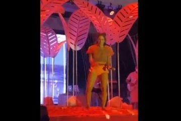 """Capturar.JPGkk  4 360x240 - Claudia Leitte dança ao som do público gritando """"Fora Bolsonaro"""""""
