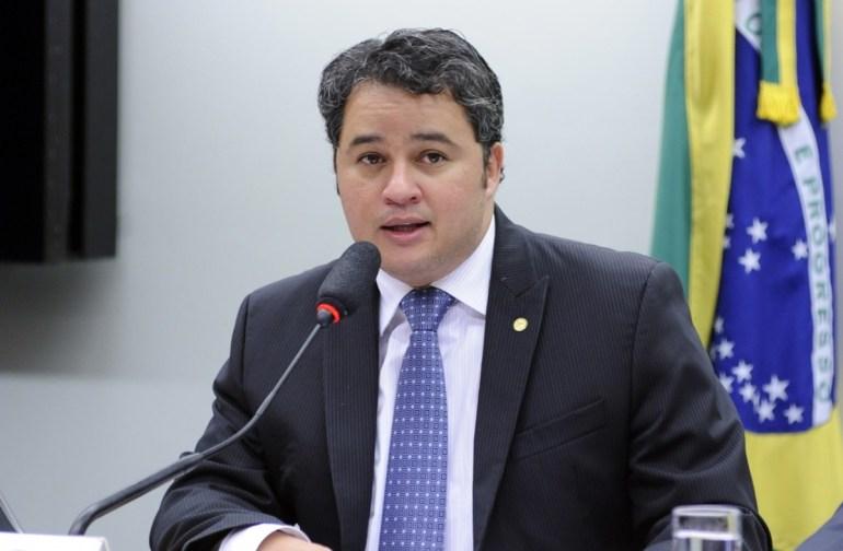 Efraim Filho - Efraim diz que fusão entre DEM e PSL fortalecerá projeto ao Senado