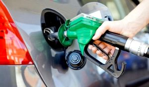 """IMAGEM Gasolina bomba OK 300x176 - Governo culpa estados por preço alto do combustível e quer fixar ICMS: """"Não é legislação, é política econômica"""", avalia líder do MDB"""