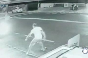 MF5vZgCW9BscQmWo 360x240 - Homem atropela rival após briga e destrói distribuidora de bebidas