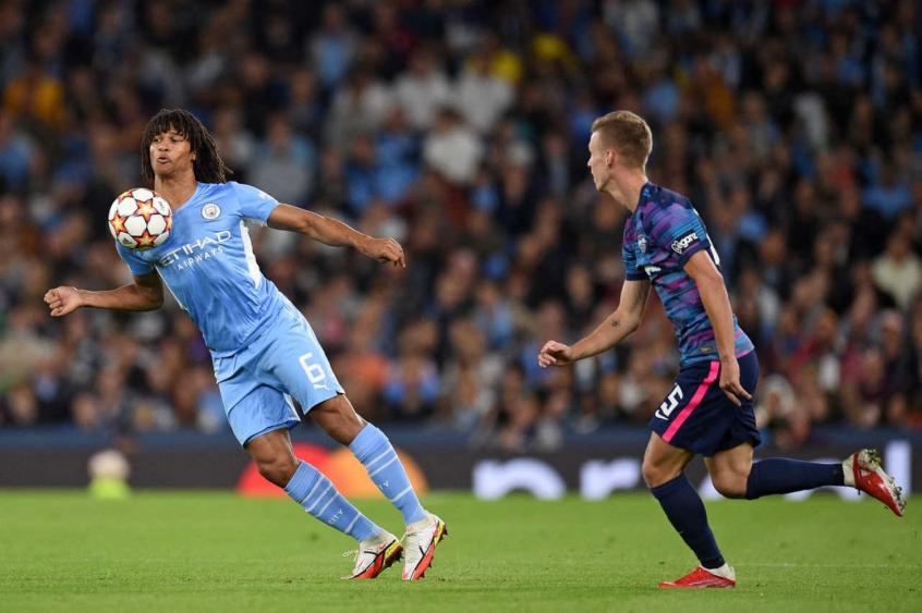 """Nathan Ake - Jogador do Manchester perde o pai minutos depois de marcar gol na Champions: """"Não havia mais tratamento possível"""""""