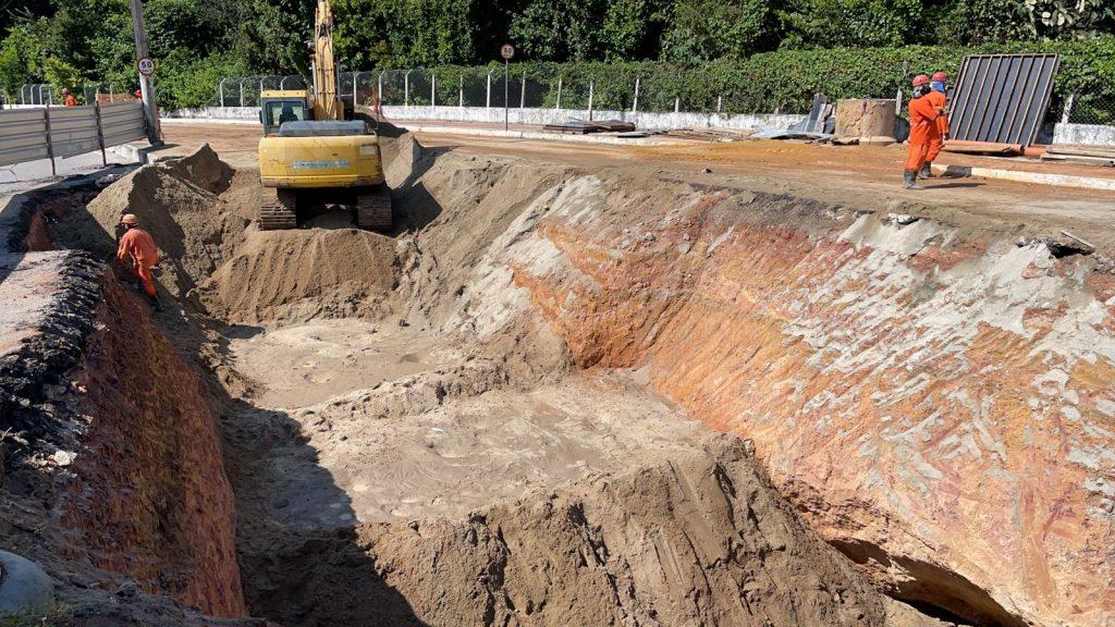 Obras Pedro II dia 13 1024x576 1 - Seinfra inicia trabalho para fechar cratera na Avenida Pedro II; obra deve ser concluída nesta semana