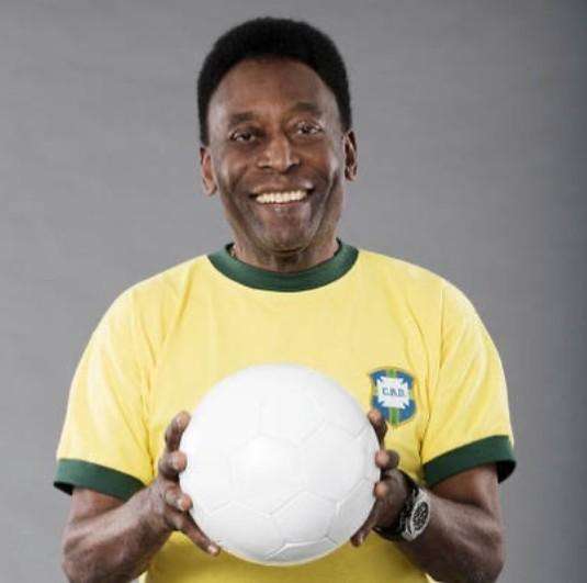 """PELE - Pelé retira tumor no cólon, e tranquiliza fãs: """"Me sentindo muito bem"""""""