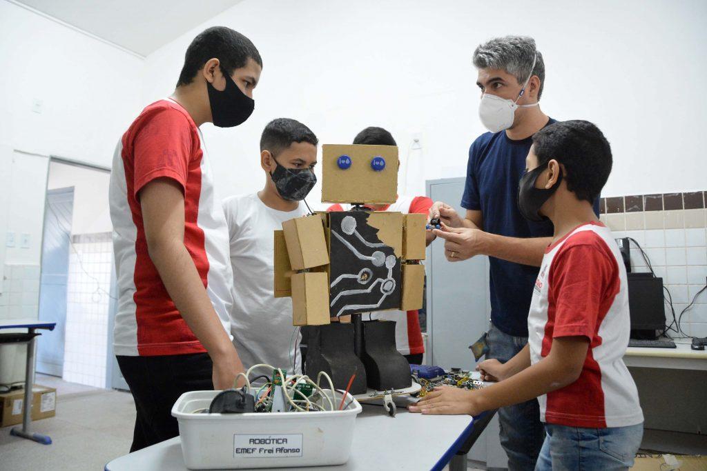 SEDEC ESPECIAL ROBOTICA FOTO KLEIDE TEIXEIRA 02 1024x683 1 - Ensino de Robótica nas escolas municipais de João Pessoa tem papel transformador na vida de alunos